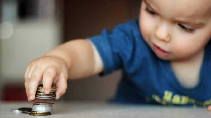 Имеет ли право Сбербанк на снятие детских денег